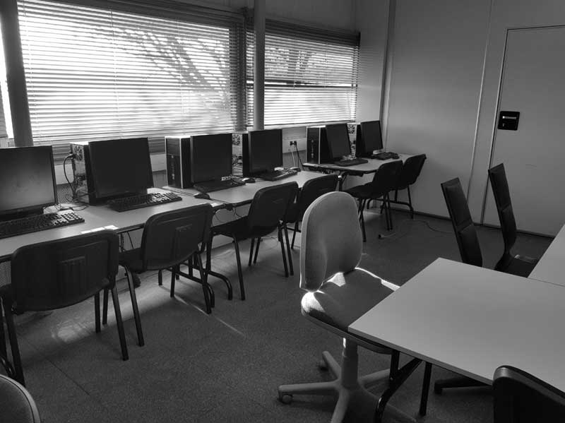 Salle 03 - Grande salle Informatique - 14 ordinateurs